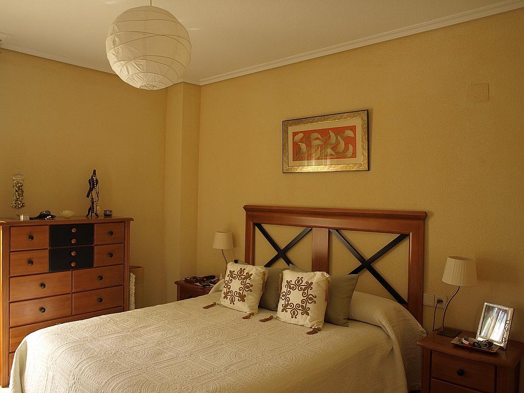 Dormitorio - Piso en alquiler en calle Alcalde Luis Uruñuela, Entrepuentes en Sevilla - 231869108