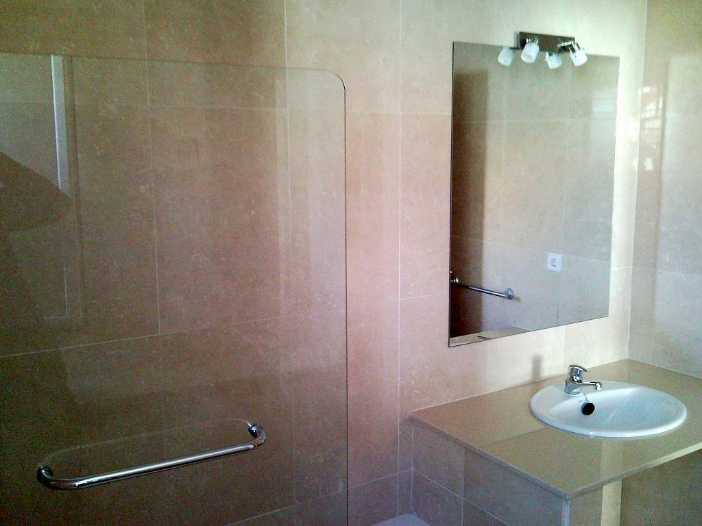 Baño - Casa pareada en alquiler en calle Atenea, Av. Ciencias-Emilio Lemos en Sevilla - 239793247