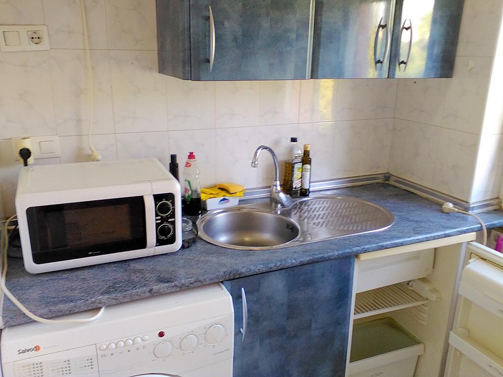 Cocina - Estudio en alquiler en calle Alcalde Luis Uruñuela, Entrepuentes en Sevilla - 243314325