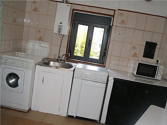 Casa adosada en alquiler en Valdés - 319045659