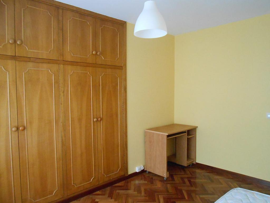 Foto - Piso en alquiler en calle San Vicente, Os Mallos-San Cristóbal en Coruña (A) - 319073861