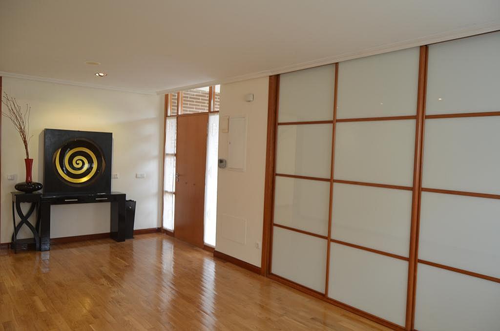 Pasillo - Casa en alquiler en calle Aldabarren, Gorraiz - 253537563