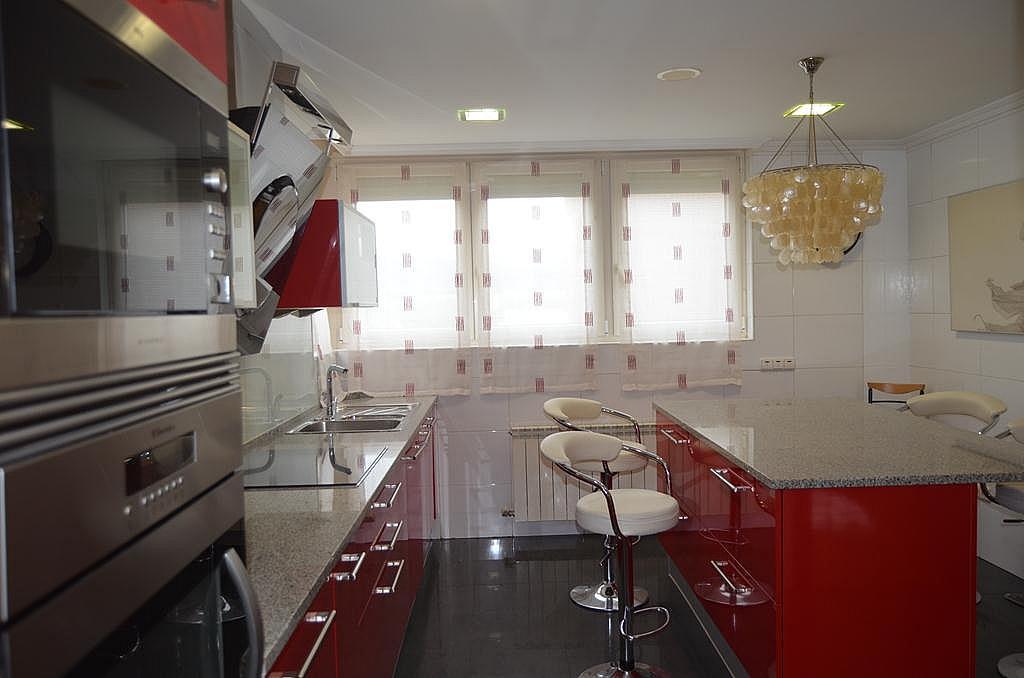 Cocina - Casa en alquiler en calle Aldabarren, Gorraiz - 253537571