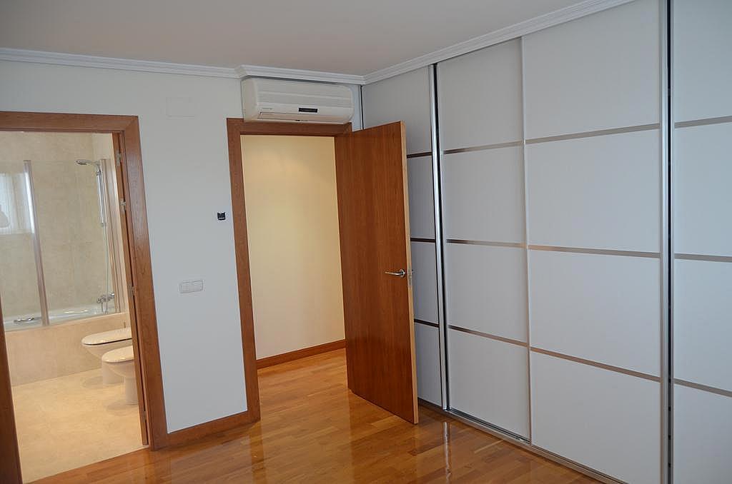 Dormitorio - Casa en alquiler en calle Aldabarren, Gorraiz - 253537578