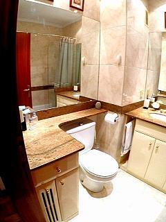 Baño - Piso en alquiler en calle Irunlarrea, Ermitagaña-Mendebaldea en Pamplona/Iruña - 221218816