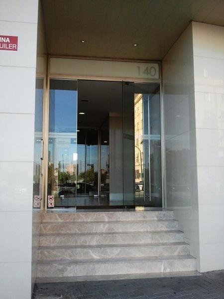 Fachada - Oficina en alquiler en calle Cornella, Esplugues de Llobregat - 122899082