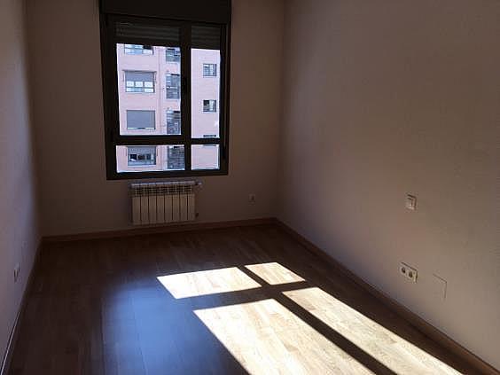 Piso en alquiler en calle Ana de Austria, Sanchinarro en Madrid - 330739835