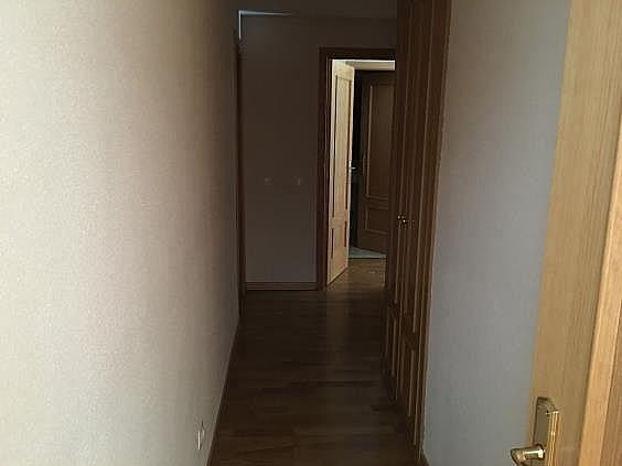Piso en alquiler en calle Ana de Austria, Sanchinarro en Madrid - 330739844