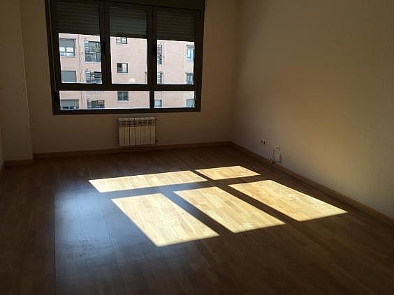 Piso en alquiler en calle Ana de Austria, Sanchinarro en Madrid - 330739847
