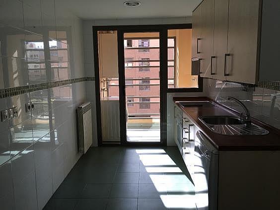 Piso en alquiler en calle Ana de Austria, Sanchinarro en Madrid - 330739877
