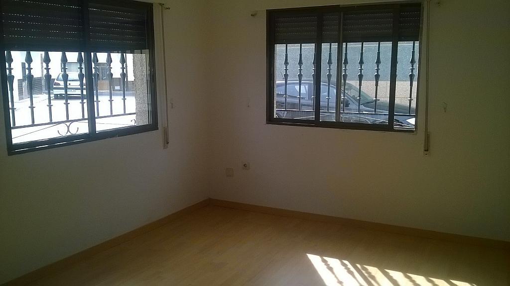Casa en alquiler en calle Pizarro, Torreorgaz - 325777147