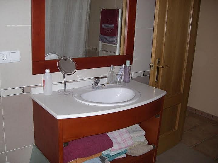 Baño - Casa adosada en alquiler en calle Huelva, Riba-roja de Túria - 237192880