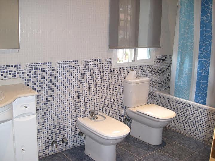 Baño - Casa adosada en alquiler en calle Huelva, Riba-roja de Túria - 237192883