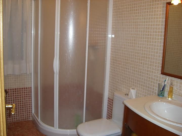 Baño - Casa adosada en alquiler en calle Huelva, Riba-roja de Túria - 237192885