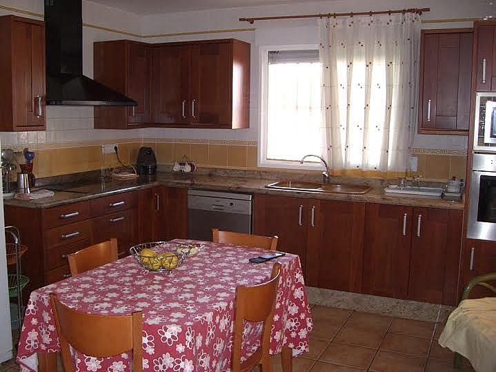 Cocina - Casa adosada en alquiler en calle Huelva, Riba-roja de Túria - 237192897