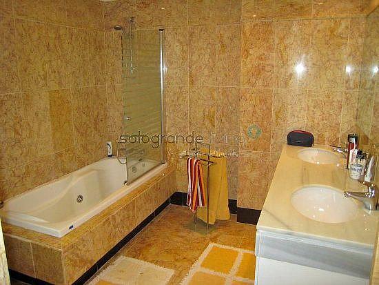 Baño principal - Apartamento en alquiler en Sotogrande - 326405566