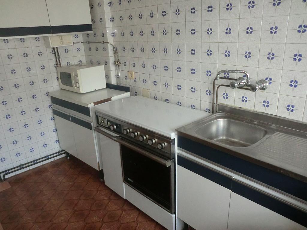 Piso en alquiler en barrio San Luis, Os Mallos-San Cristóbal en Coruña (A) - 304122573