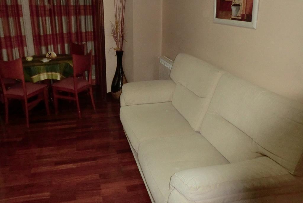 Apartamento en alquiler en barrio San Luis, Os Mallos-San Cristóbal en Coruña (A) - 327640077