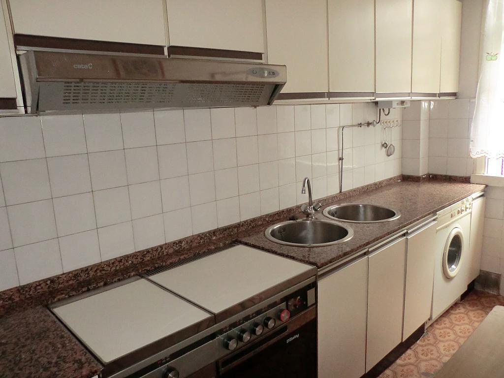 Piso en alquiler en barrio Asturias, Os Mallos-San Cristóbal en Coruña (A) - 331015719
