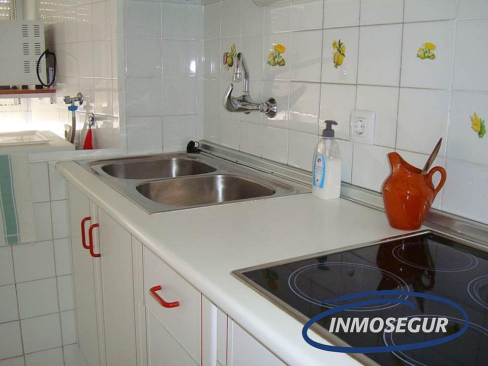 Cocina - Apartamento en venta en calle Lleida, Paseig jaume en Salou - 183158076