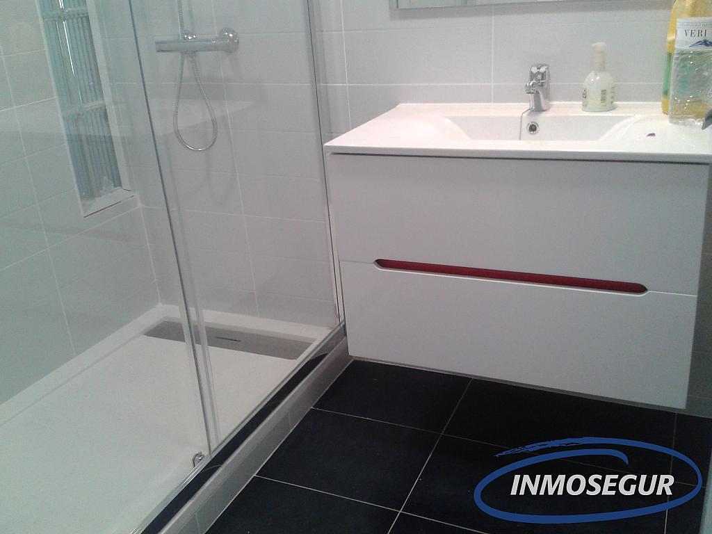 Baño - Apartamento en alquiler en carretera Del Far, Cap salou en Salou - 329576816