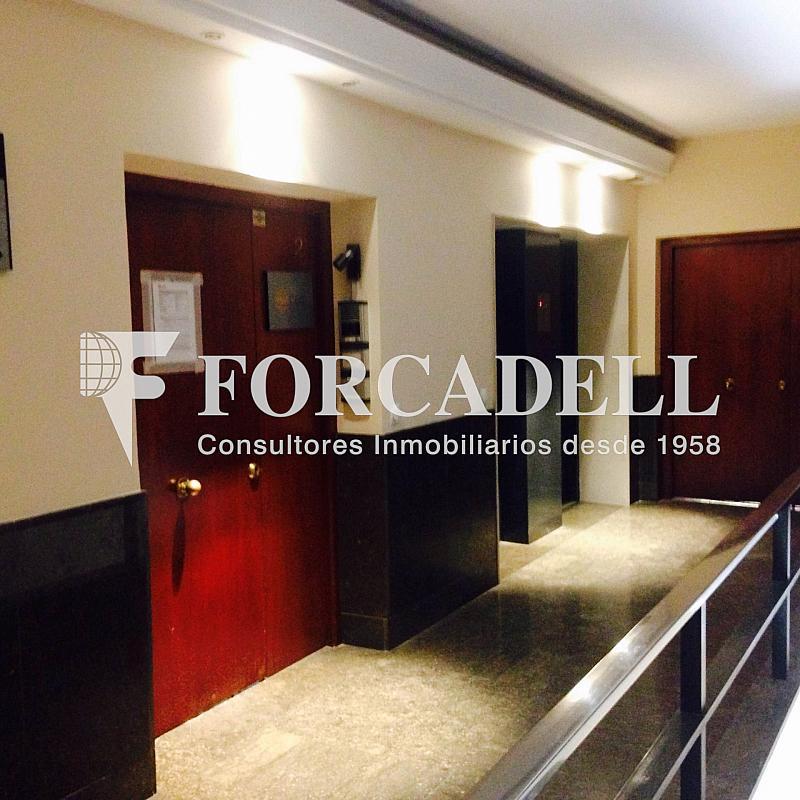 Puerta de acceso a la oficina - Oficina en alquiler en calle Sant Pere, Eixample dreta en Barcelona - 263456628