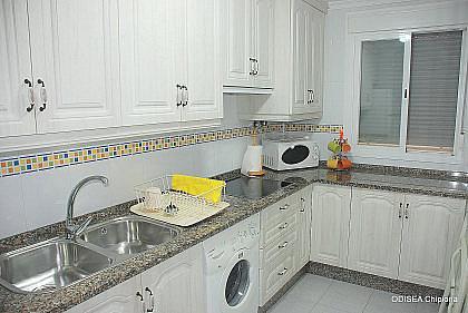 COCINA - Piso en alquiler de temporada en Chipiona - 241175575