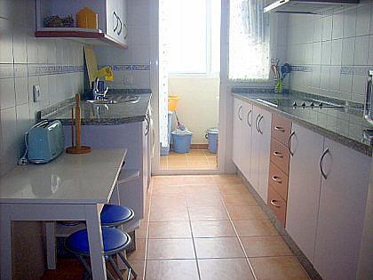 COCINA - Piso en alquiler de temporada en Chipiona - 241178239