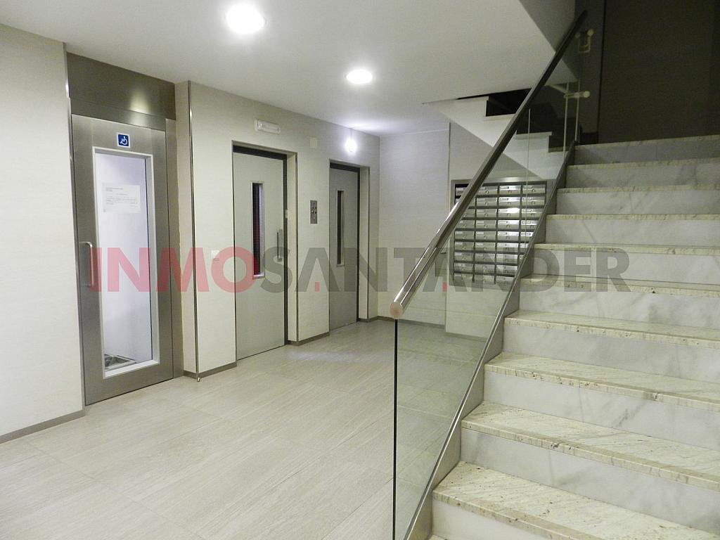 Piso en alquiler en calle Vargas, San Fernando en Santander - 293134371