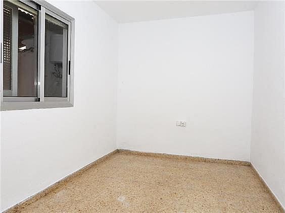 Piso en alquiler en calle Pedro Cabanes, Torrefiel en Valencia - 304773256