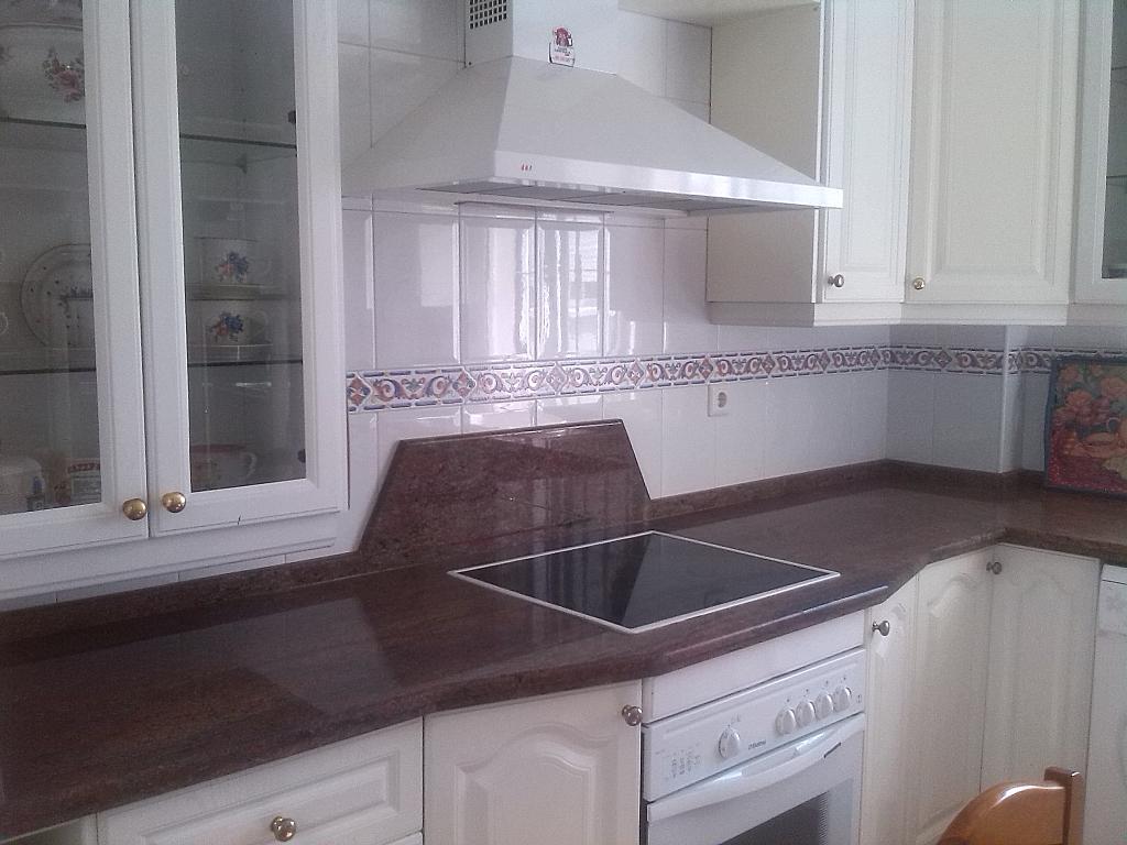 Piso en alquiler en calle La Carrera, Las Carmelitas en Vélez-Málaga - 235611678