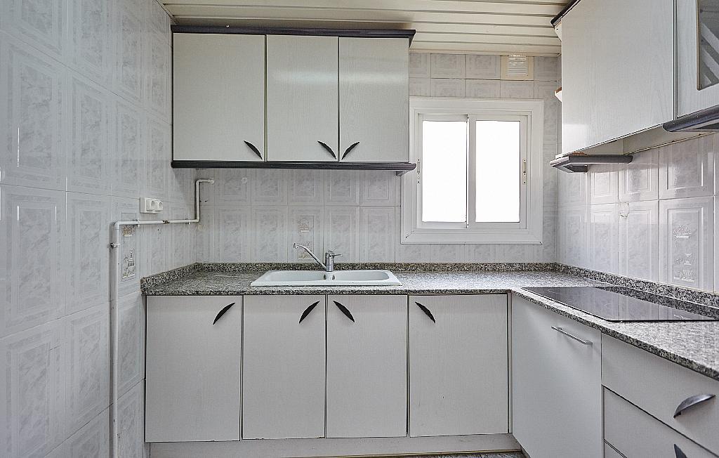 Cocina - Ático en alquiler en calle Casals i Cuberó, El Verdum en Barcelona - 330438846