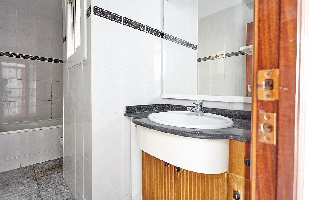 Baño - Ático en alquiler en calle Casals i Cuberó, El Verdum en Barcelona - 330438852
