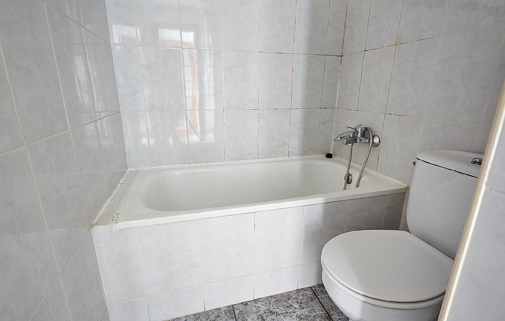 Baño - Ático en alquiler en calle Casals i Cuberó, El Verdum en Barcelona - 330438853
