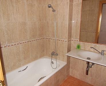 Baño - Dúplex en alquiler en calle Roda de Bara, Centro en Roda de Barà - 186925749