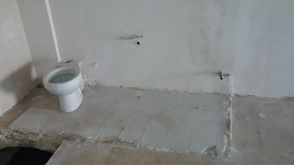 Baño - Local comercial en alquiler en Zona Escoles en Terrassa - 181436378