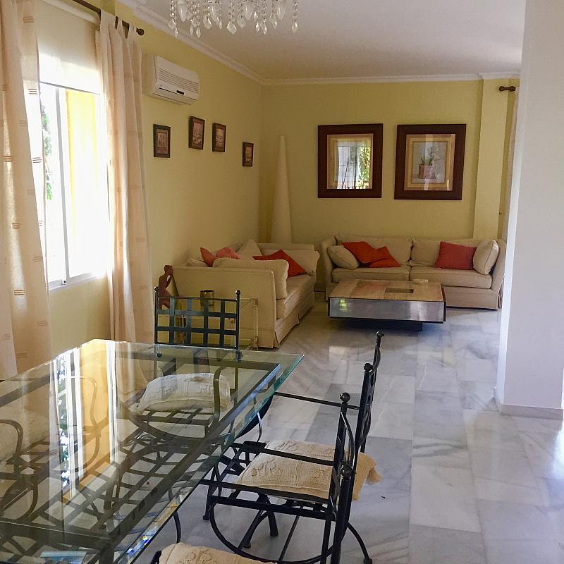 Comedor - Villa en alquiler de temporada en calle Lisboa, Nueva Andalucía en Marbella - 208603122