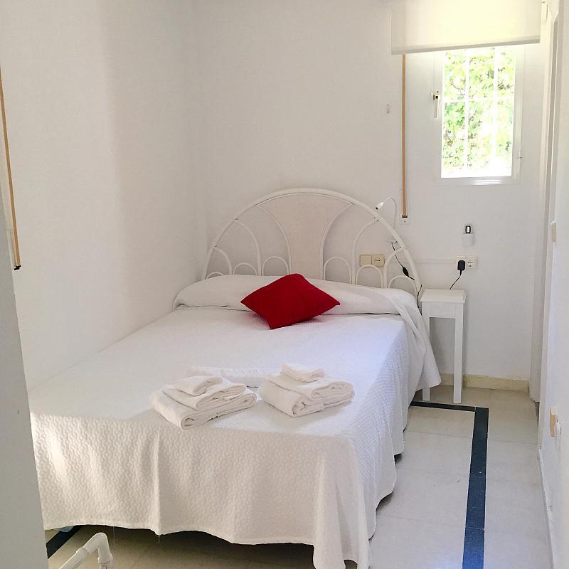 Dormitorio - Villa en alquiler de temporada en calle Lisboa, Nueva Andalucía en Marbella - 208603128