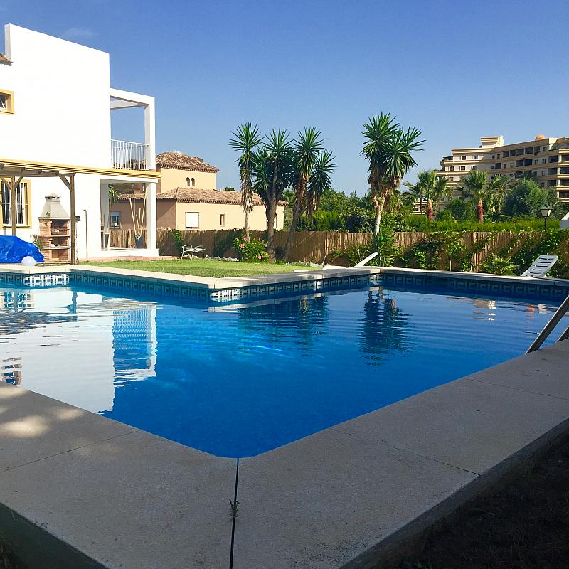 Villa en alquiler de temporada en calle Lisboa, Nueva Andalucía-Centro en Marbella - 208603172