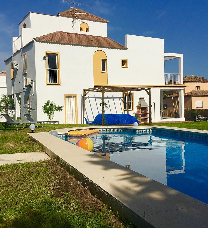 Villa en alquiler de temporada en calle Lisboa, Nueva Andalucía-Centro en Marbella - 208603183
