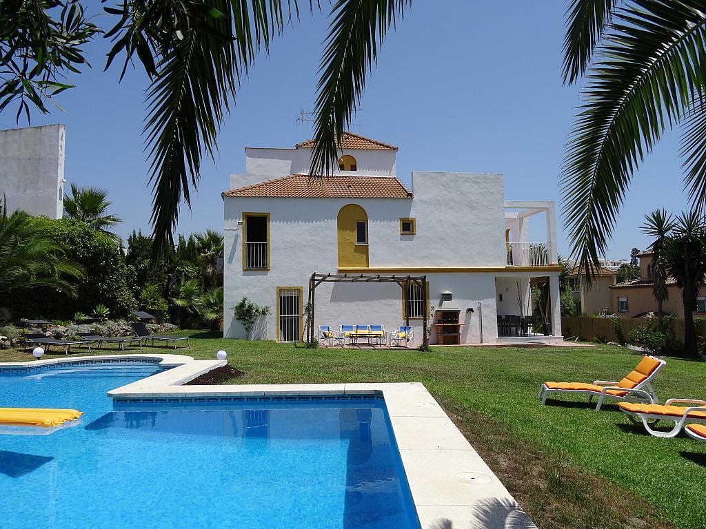 Villa en alquiler de temporada en calle Lisboa, Nueva Andalucía en Marbella - 209116834