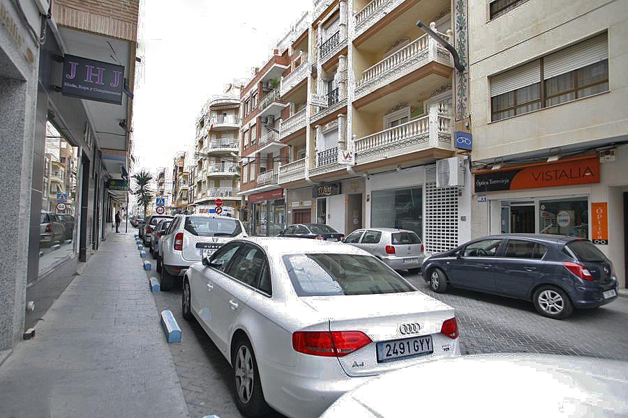 Local comercial en alquiler en calle Joaquin Chapaprieta, Centro en Torrevieja - 223550452