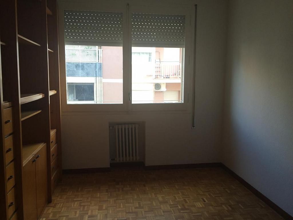 Piso en alquiler en calle Virgen de Montserrat, El Guinardó en Barcelona - 212169700