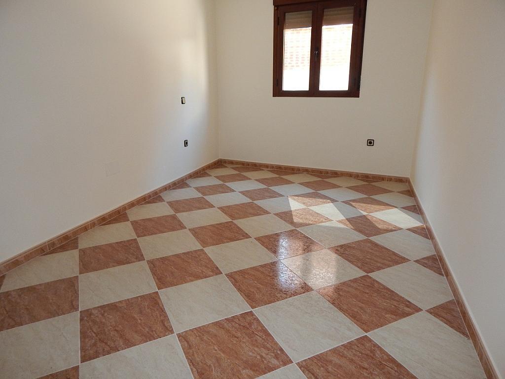 Piso en alquiler en calle Nuestra Señora de la Poveda, Villa del Prado - 331029036