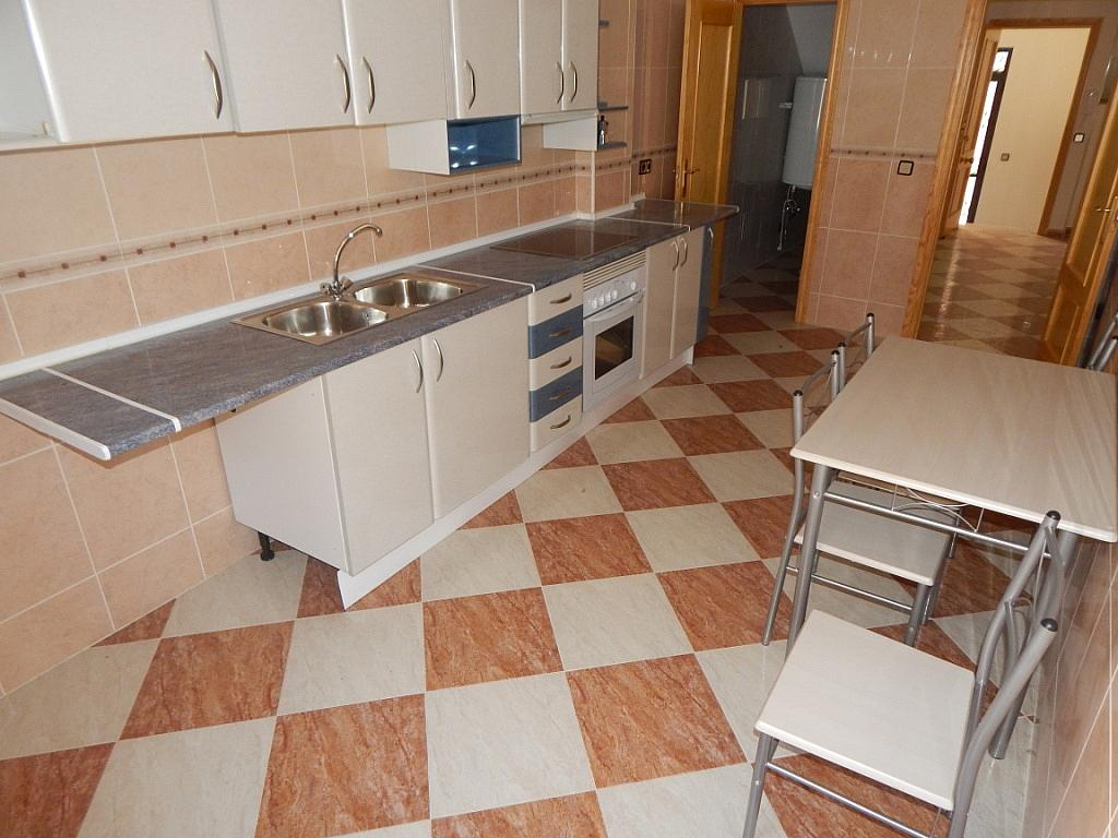 Piso en alquiler en calle Nuestra Señora de la Poveda, Villa del Prado - 331029086