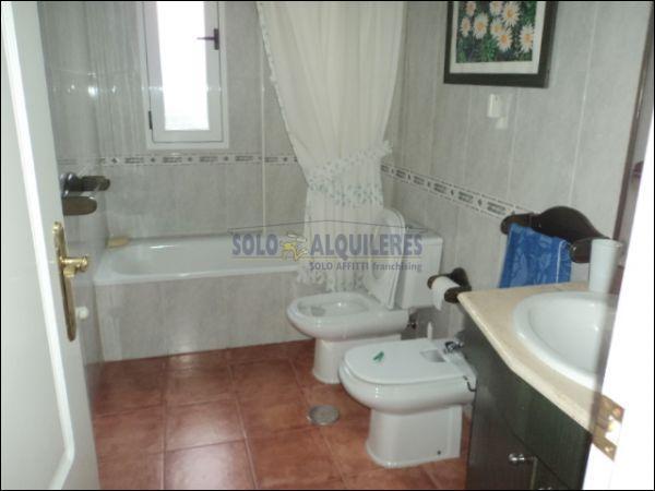 BAÑO 1 - Chalet en alquiler en calle Torres Blancas, Alcayna - 69528346