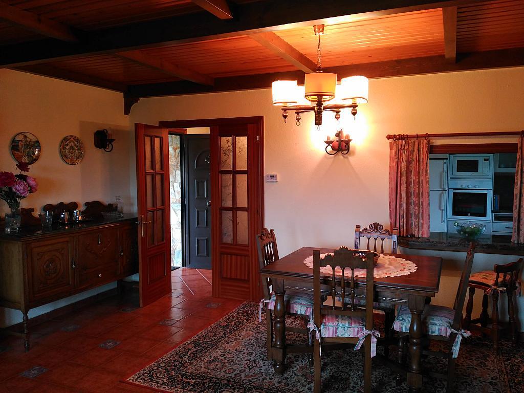 Salón - Chalet en alquiler opción compra en barrio Peruyera, Carreño - 284331315