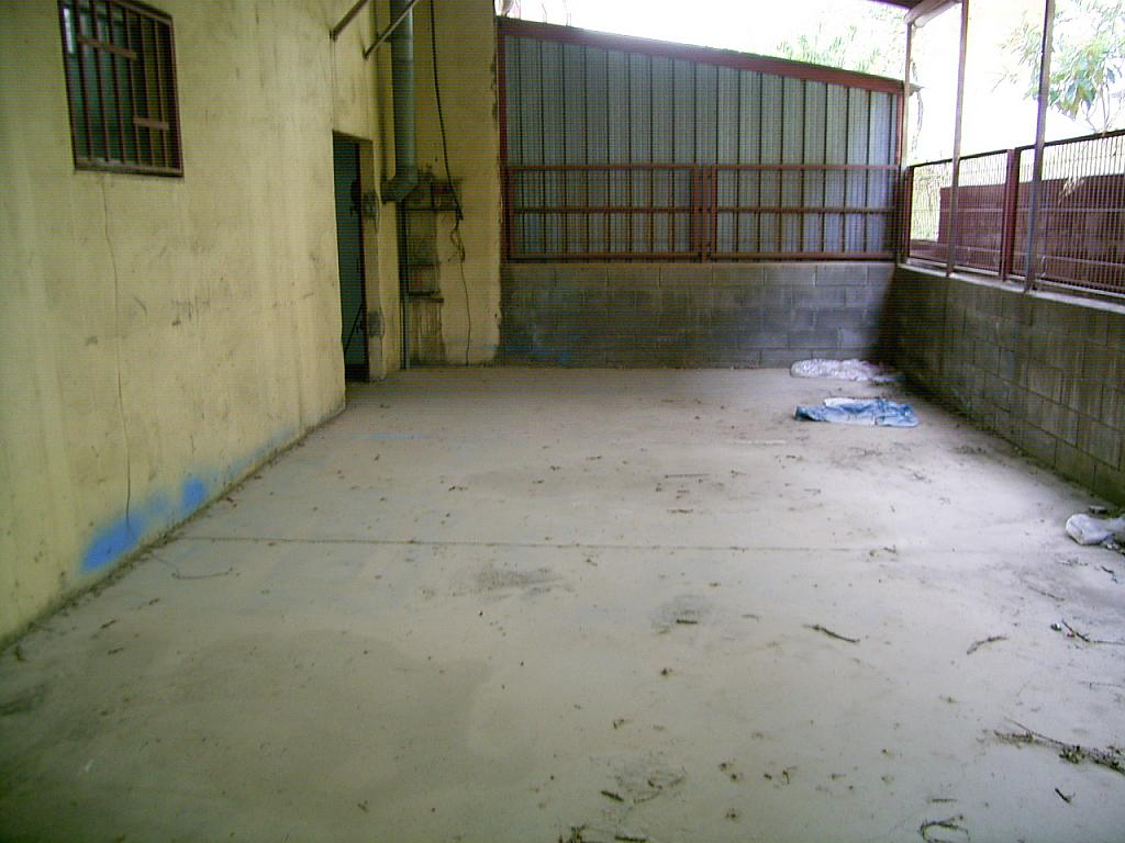 Patio trasero - Nave industrial en alquiler en calle Torrelles, La Guardia-Distrito 3 en Sant Vicenç dels Horts - 240385230