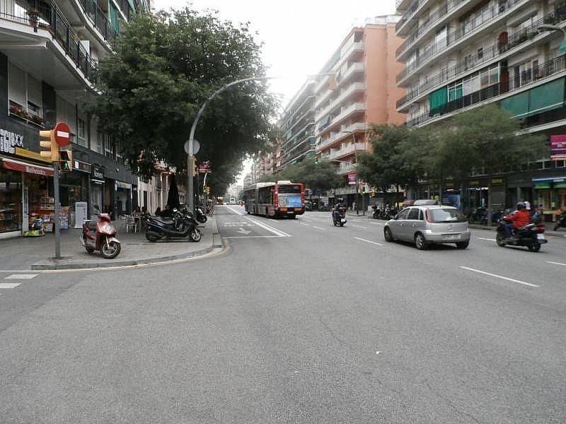 Foto - Local comercial en alquiler en calle Benavent, Les corts en Barcelona - 243081564
