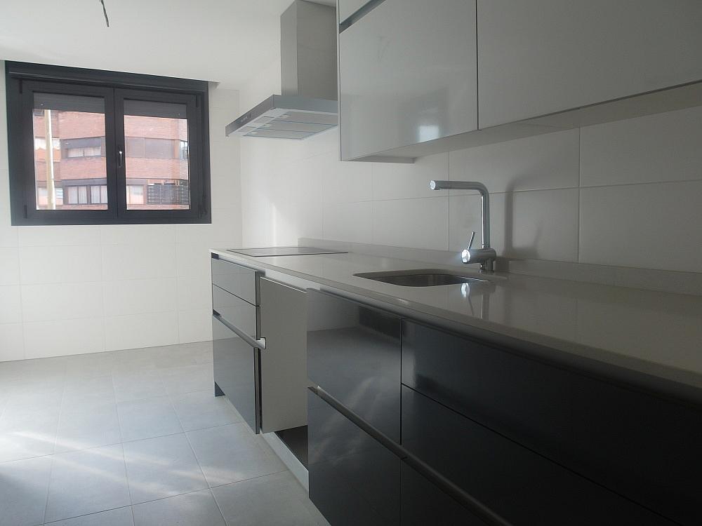 Piso en alquiler en calle Avda Alfonso XIII, Chamartín en Madrid - 333065953
